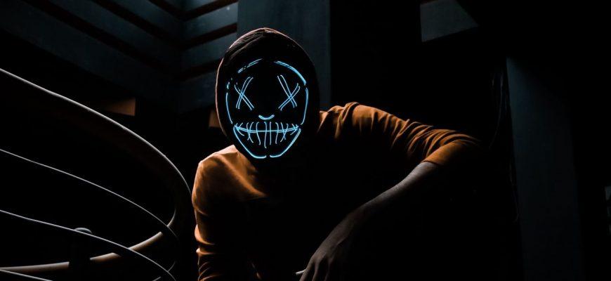 maska neon kapiushon 190054 1280x720 870x400 - Антенны для автомобилей корона